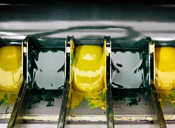 Yellow and green ink cartridges in printing machine